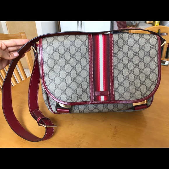6e91b46e174 Gucci Handbags - GUCCI men s supreme messenger bag